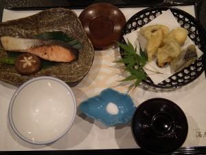 鮭の甘酒つけ焼きエリンギの2色挟み揚げ御膳